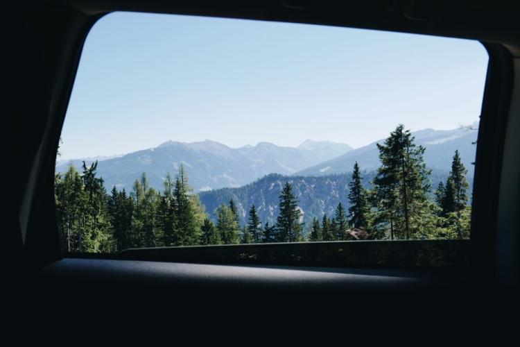 Menikmati Pemandangan